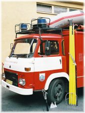 Firefighter vehicle equiped with the FIREMAN kit including the pole sections, tools and the container for transport